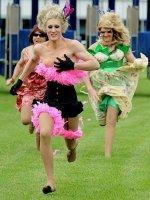 Помощник прокурора на Кубани гулял в женском платье. СК выяснит, зачем
