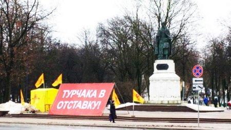 Уже более 54 тысяч человек требуют отставки губернатора Турчака